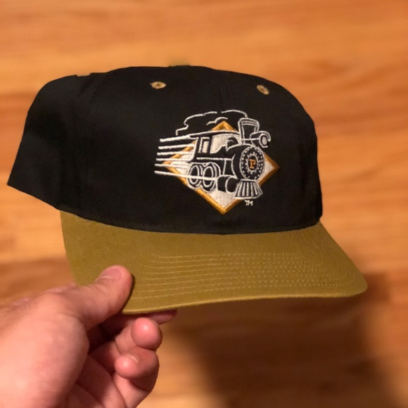 new product df9f4 51283 VINTAGE PURDUE BOILERMAKERS SNAPBACK. M 5b69148a1b16db5586220719